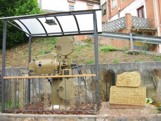 Monumentu al Cine Royalty en Figareo (Mieres)